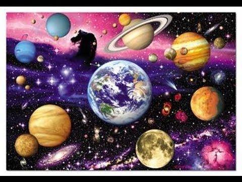 Las 10 curiosidades más increíbles del sistema solar - YouTube. Las mejores 10 curiosidades del sistema solar. A veces miramos con nuestros telescopios fuera del sistema solar en busca de nuevas inquietudes, sin pensar que en nuestro sistema solar tenemos detalles impresionantes, existen planetas ricos en minerales o hidrocarburos además de que la vida puede prosperar en varios planetas o lunas.