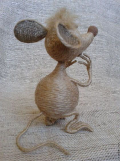 Купить или заказать Мыши.... Просто мыши... в интернет-магазине на Ярмарке Мастеров. Забавные мыши из джутового шпагата. Любят уютные дома и запах швейцарского сыра. Кошек не боятся - проверено! Уши из 100% льна, глаза -керамопласт, окрашенный акрилом. Лапы на проволочном каркасе, могут менять положение.