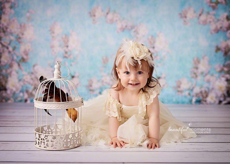 Beautiful Moments Photography - Stavanger Sandnes Ålgård Nyfødt Baby Fotograf #babybilder #coolbackground #coolprop #smileyface #childrenpictures #fotografstavanger #cutegirl #jente #headband #birdinthecage #cutedress #princess