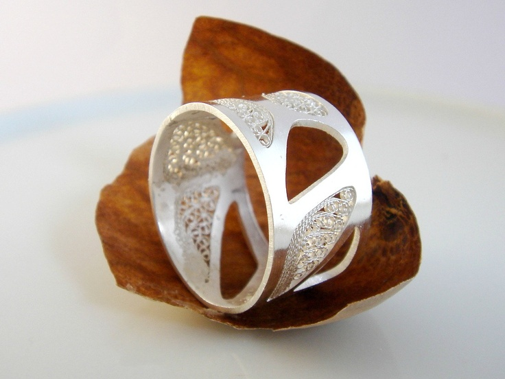 Sterling Silver Band Ring. €42,00, via Etsy.