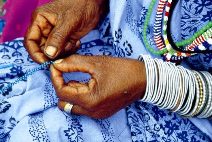 Beading done by xhosa woman in Nelson Mandela Bay.jpg (886×595)