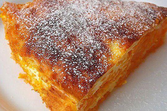 Тыква – это просто кладовая здоровья, в ней содержатся практически все важные витамины. Тыквенная запеканка может служить и десертом и основным блюдом. Во втором случае ее можно подать с соусом или сметаной. Ингредиенты: •Тыква 1 кг. •Сметана 200 гр. •Яйцо 3 шт. •Сахар 6 ст. ложек •Манная крупа 6-7 ст. ложек •Ванильный сахар 1 пакетик •Сливочное масло 30 гр. Приготовление Тыкву почистить и натереть на крупной терке. Разделить на 3 части, для 3-х слоев запеканки. Форму смазать…