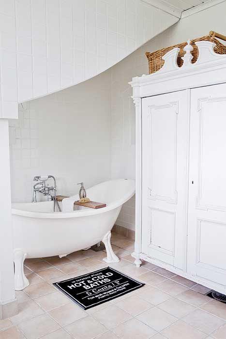 25 beste idee n over linnenkast op pinterest wasruimtes kleine wasruimte en wasruimte rekken - Deco badkamer meubels ...