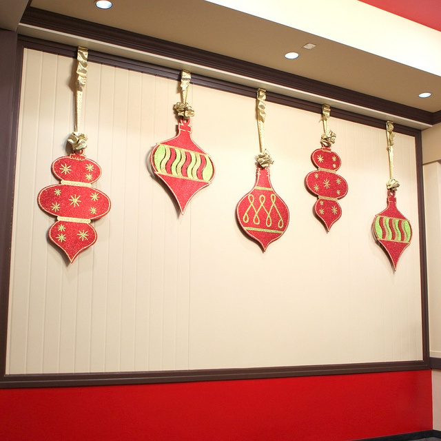 Gold Ornaments Hanging From Ceiling: 1000+ Images About Christmas Ceiling Decor On Pinterest