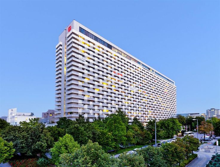 Awesome Sheraton Munich Arabellapark Hotel in Munich Bogenhausen is convenient to Siemens Headquarters and English