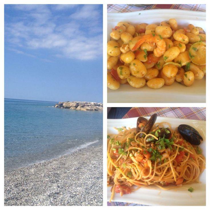 #Spaghetti allo scoglio e #gnocchi #gamberi e #zucchine gustati al mare in #Calabria