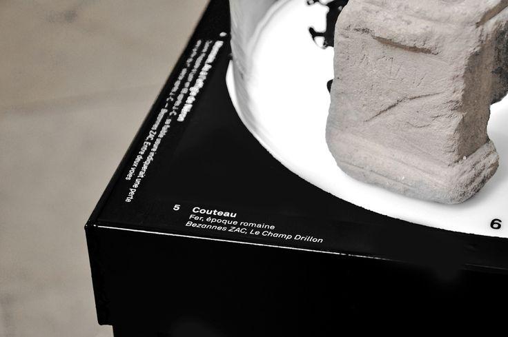 Scénographie de l'Exposition Archéologique ELEMENTS TERRE, Musée Historique St Remi, Reims.  ↕  Staging design of the Archaeologic Exhibition ELEMENTS TERRE, Historic Museum St Remi, Reims. *Photos credit : PLANDA architectes