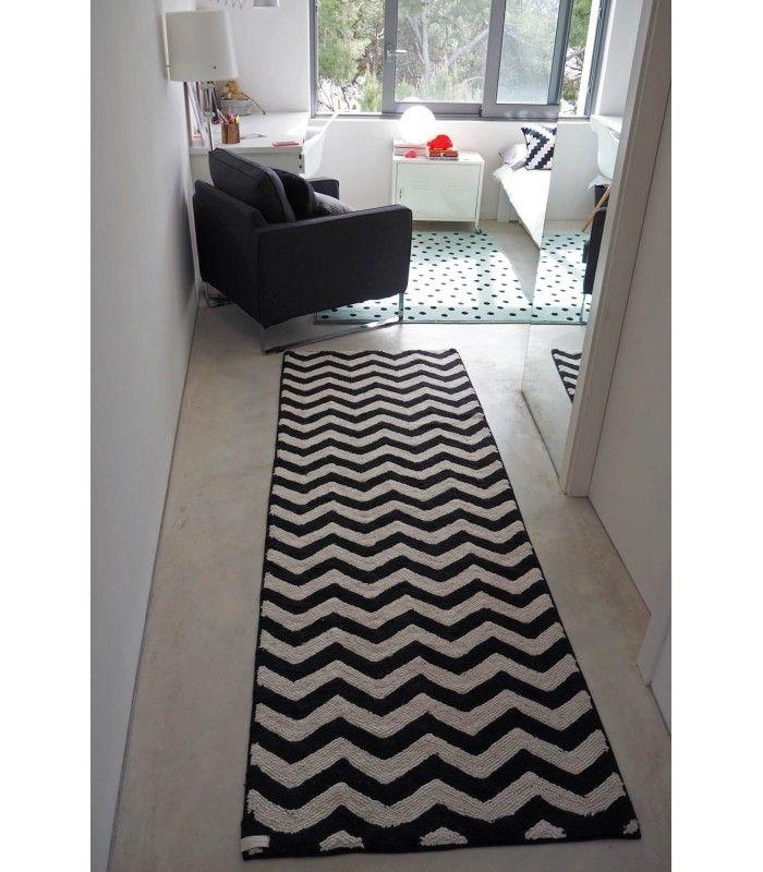 Alfombra con estampado zigzag en blanco y negro ideal para dar un toque cálido y de tendencia a cualquier estancia con un aire original y diferente - Minimoi
