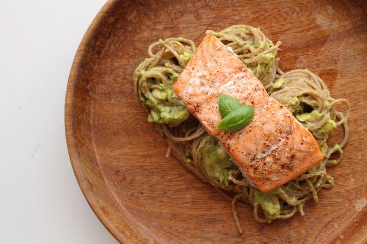 Eatcleanqueen.nl || Blog over Food, Fitness en Lifestyle: SPELTPASTA MET ZALM EN ROMIGE AVOCADO SAUS