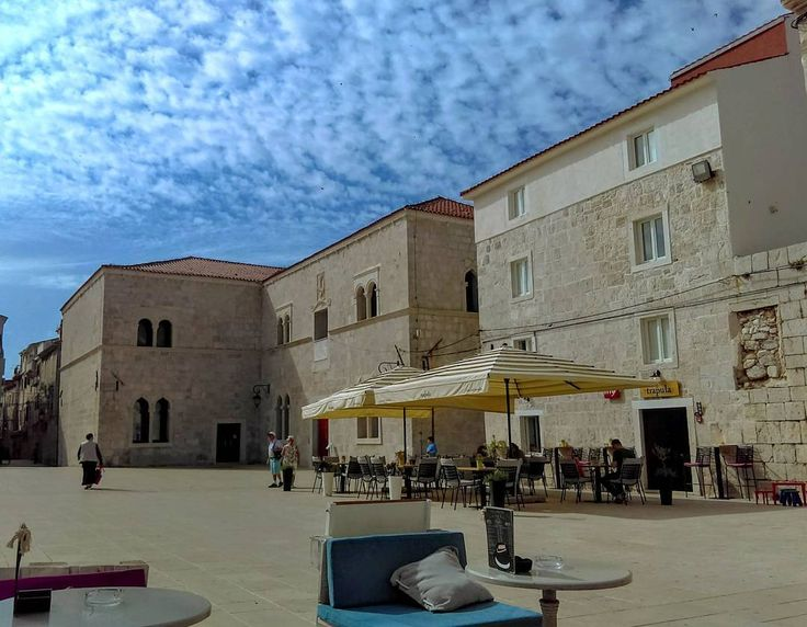The main town square in Pag. The location of the 15th c. Church of the Assumption of Mary and the Duke's Palace - also 15th c. But also a good spot to indulge in some people watching while sipping a cocktail!  #PagIsland #Zadar_Region #IslandofPag #IslandPag #Robinzontours #Chorwacja #Hrvatska #Kroatien #Croazia #Croacia #Croatie #Chorvatsko #Cafe #Coffee #Coffeetime #Holiday #Cocktail #Bar #Historical #Architecture #TravelPhotography #HistoricalPlace #TownSquare #OldTown #Explore #Homeaway…