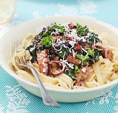 Fläskytterfilé med krämig pasta, bladspenat och soltorkade tomater