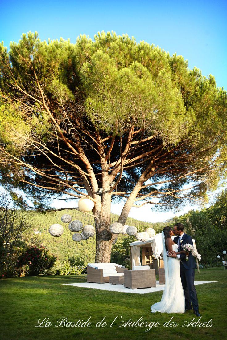 L'Auberge des Adrets organise des mariages en Provence. Venez en découvrir la magie !! #organisation #mariage #outdoor #love #couple #aubergedesadrets