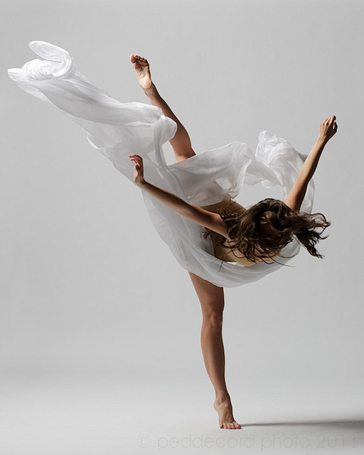 Love the fluidity of the fabric -incredible photographer