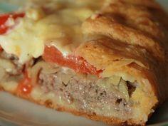 Открытый мясной пирог из картофельного теста