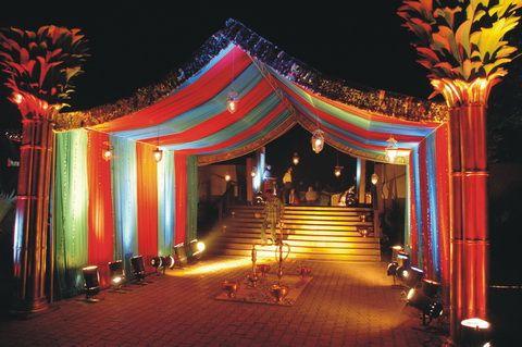 13b729d9-0e65-7c09-32d8-000070e54757_arabian themed entrance of a reception.jpg (480×319)