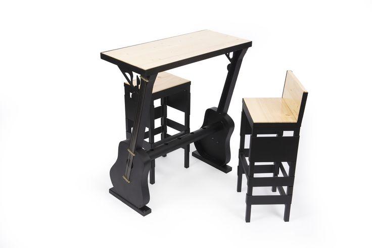 """Setul de mobila """"Chitara"""" este compus din masa, o banca si 2 scaune, fiind ideal atat pentru spatiile de acasa, cat si pentru baruri, pub-uri sau restaurante. #mobilierindustrial #steelfurniture #industrialfurniture #amenajari #metalcreativ #wood #interiordesign"""