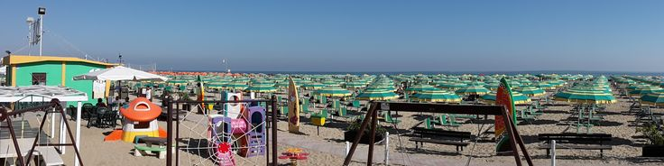 panoramic view of the well organized beach in emilia romagna with playground for kids, umbrellas and chairs, pic nic area, and many other services like toilets and showers Bagno 10 Vatikaki Rivabella di Rimini Italy
