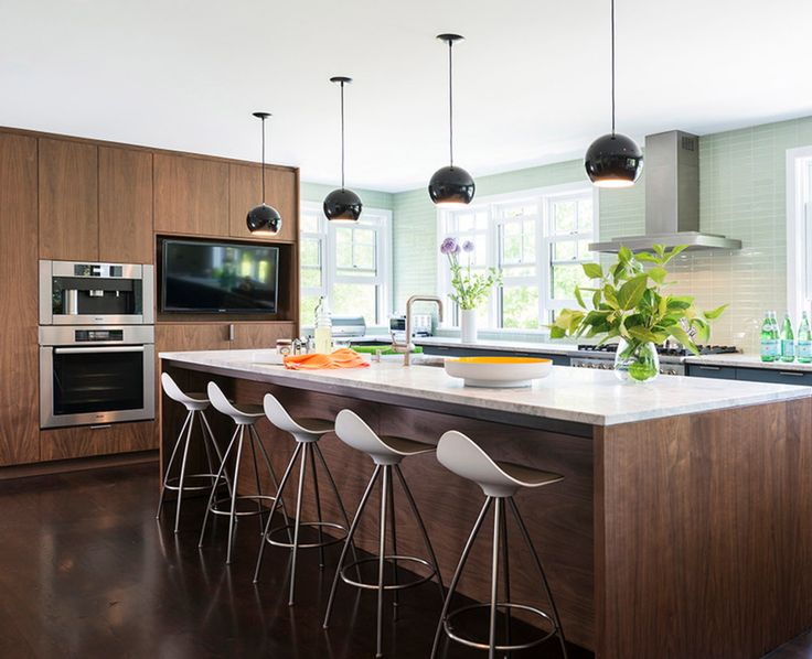 Orleans house in Boston, by Kent Duckham Architect, with STUA Onda stools in the kitchen counter. Via Design Within Reach ONDA: www.stua.com/eng/coleccion/onda.html USA: www.dwr.com/sua Photo by Nat Rea.