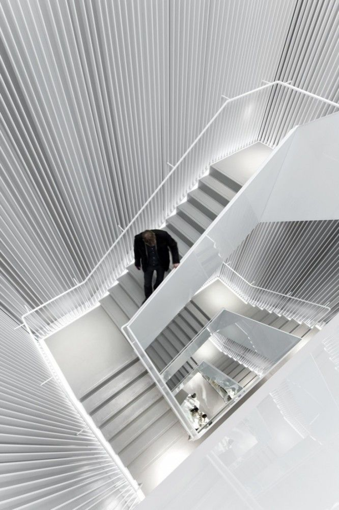 ♂ Retail store interior design white stair H Seoul Store / Universal Design Studio