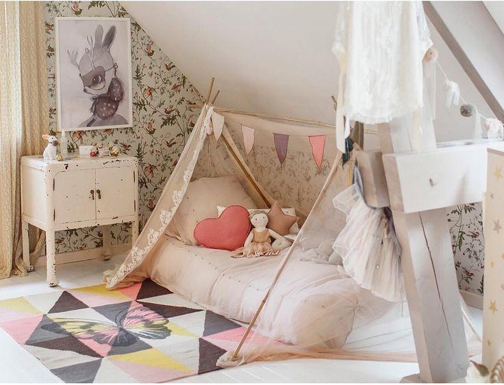 numero74 cushions and garland Credit: https://www.instagram.com/estellewilliot/