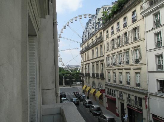 Emeraude Louvre Montana Hotel: View of Tuileries from balcony