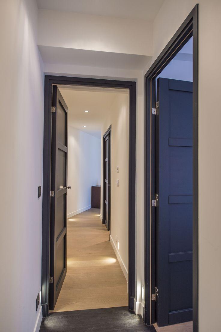 Couloir refait à neuf (peinture, portes, sols et éclairages)