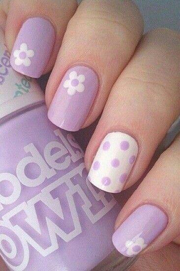 Pastel lila + flores + lunares