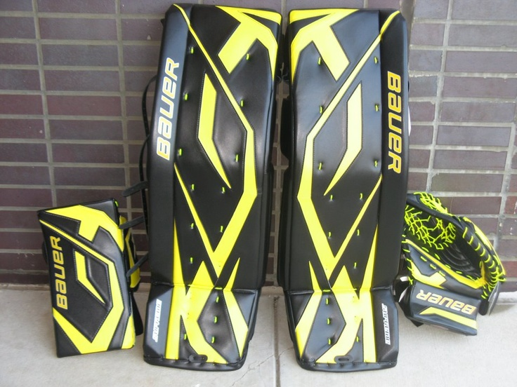 All black with highlighter yellow = sick color combination.  Order a custom set of pads at http://goalie.totalhockey.com/default.aspx
