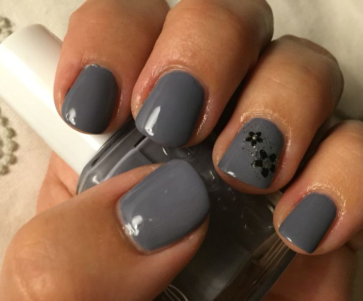 Essie's petal pushers is a beautiful grey with purple undertones, here with black flowers and silver glitter set in stones at the top #petalpushers #setinstones #glitter #flowers #grey #black #silver #notd #nail #nails #essie #essielook #essielove #iheartessie #iloveessie