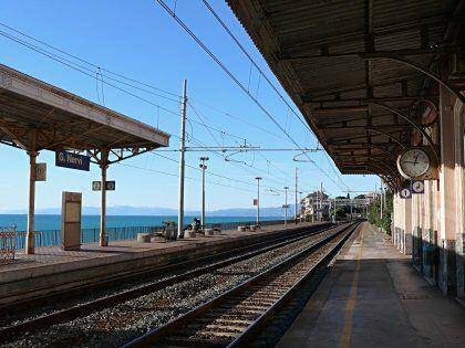 Immagine di http://www.passeggiatanervi.it/foto/grandi/nervi-stazione-ferroviaria-1.jpg.