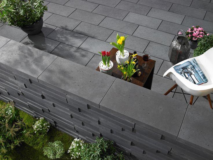Basalo® - Der Natur täuschend echt nachgebildet und besonders elegant: Die Terrassenplatten mit der unverwechselbar feinen Oberflächenstruktur in Basaltoptik sind in den Formaten 60 x 60 cm und 60 x 30 cm mit einer Dicke von 4 cm erhältlich und ermöglichen mit unterschiedlichen Verlegemustern eine moderne und geschmackvolle Terrassengestaltung.