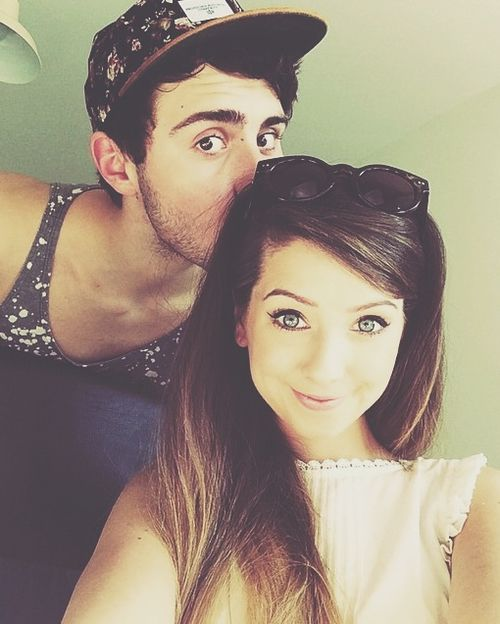 OH THIS IS SO CUTE ! They are my ultimate OTP!!!! Zoe and Alfie. (Zoella and Pointless Blog)❤️