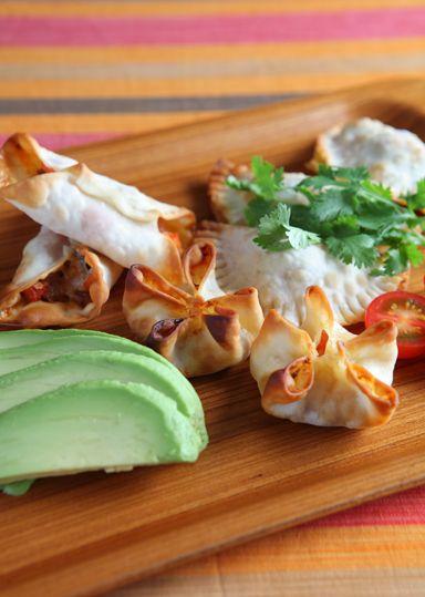 ひとくちタコス のレシピ・作り方 │ABCクッキングスタジオのレシピ ... メキシコテイストのタコミートをお手軽に作り、野菜、チーズとともに餃子の皮で包んでオーブンで焼き上げます。パリパリの触感とかわいいサイズのタコスはパーティにも ...