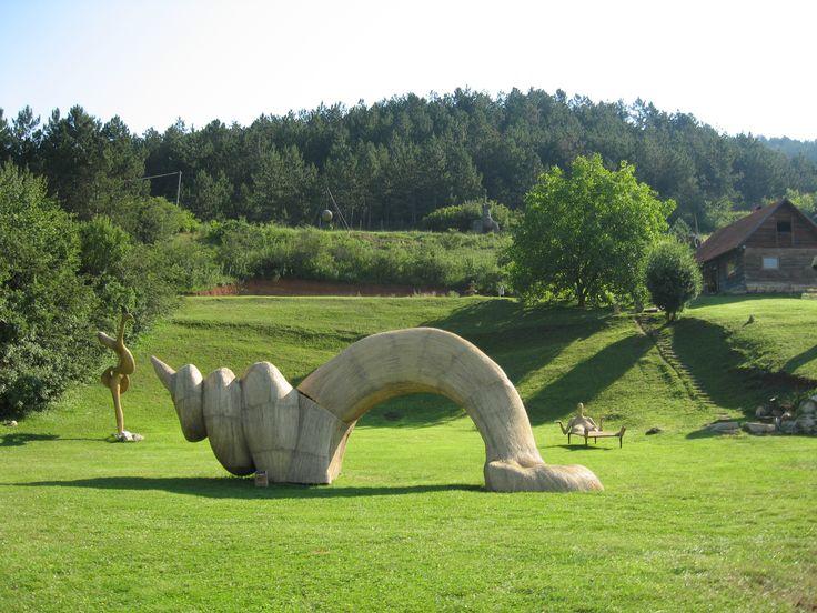 Arkhai Sculpture Park – parcul de sculpturi din fân de la Vlaha