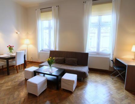 Situato al secondo piano in Studencka Street, circa a 100 metri dalla piazza principale  #appartamenti, #alberghi, #alloggi, #Cracovia, #http://www.antiqueapartments.com