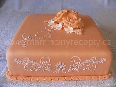 Zdobení dortu přes šablonu