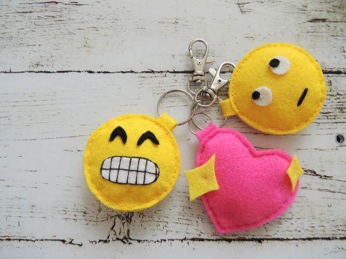 Chaveiro de emoji encanta a todos e sempre faz o maior sucesso por onde passa