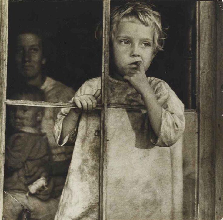 Arthur Rothstein. Sharecropper's Daughter 1935 Arkansas