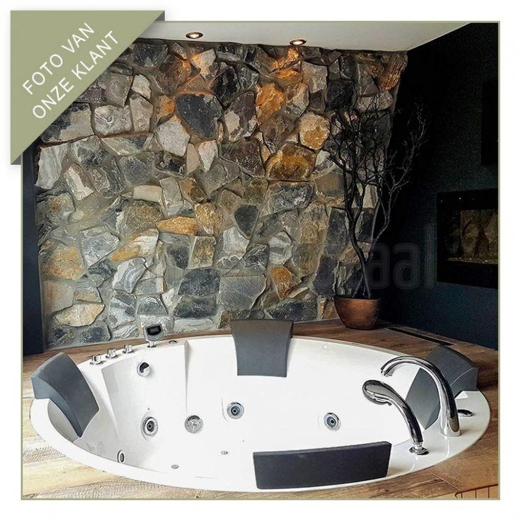 Inbouw whirlpoolbad, inbouw whirlpool, bubbelbad badkamer, welness ruimte, natuurstenen muur, natuursteen wand