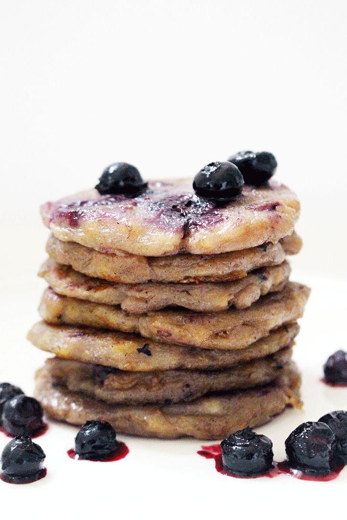 Banana blueberry fritters perfect for little hands and contains no refined sugar. Enjoy as a snack or dessert.