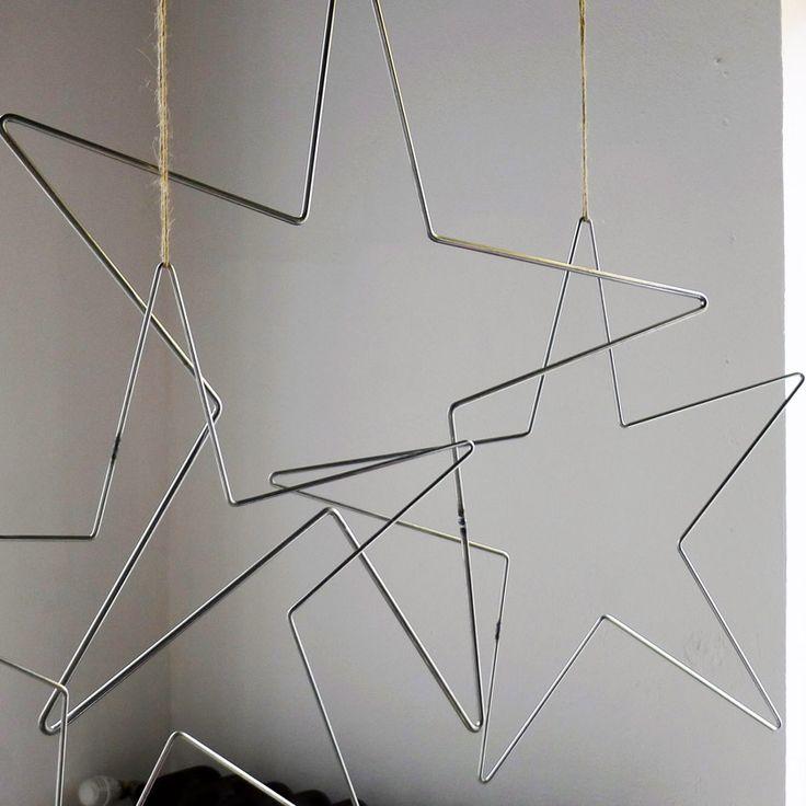 Etoile en métal de 65cm d'envergure. Avec lien en lin pour la suspendre.  Prix à l'unité.  Fabrication française. design unespritenplus