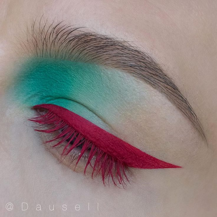 Bright pink eyeliner, pink mascara, turquoise eyeshadow