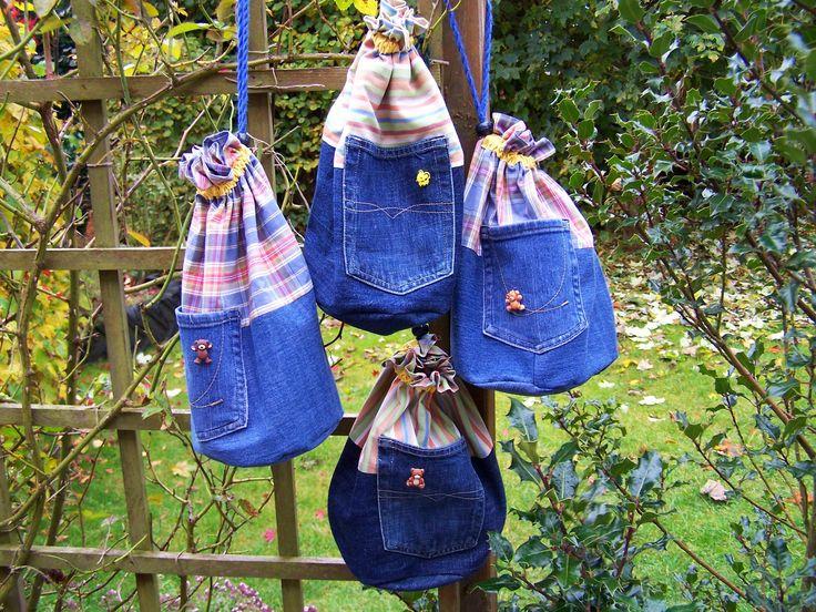 4 Strickbeutel aus alten Jeans und Oberhemden, für den Adventsbasar genähte Spende