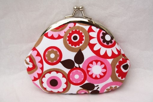 cocoa pink red flowers  small frame purse by onnaBandA on Etsy, €15.01