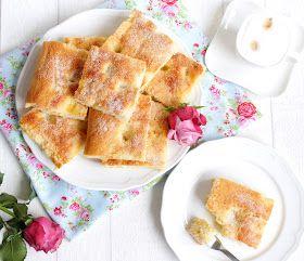 Dieser Butterkuchen ist der fluffigste und lockerste Blechkuchen mit  Hefeteig, den ich kenne !  Das Rezept wird in unserer Familie imme...