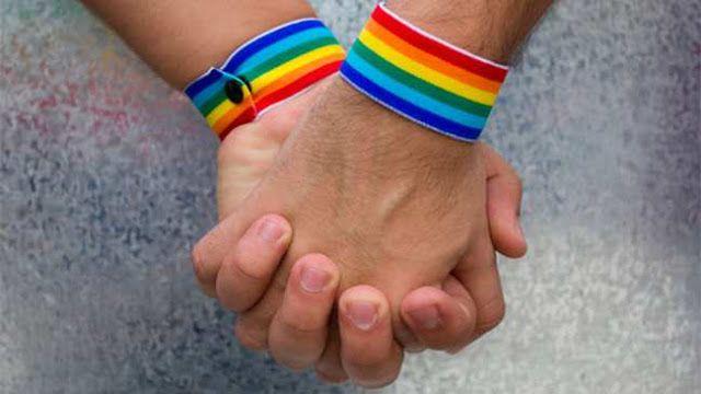 """SUTEBA NECOCHEA ACOMPAÑO LA 5 MARCHA DEL ORGULLO Y DEFENDIO LA ESI   """"Tenemos que aggiornarnos en estos temas porque sino vamos a excluir""""En el marco de la 5 Marcha del Orgullo y Lucha LGBTTTIPQ realizada el día sábado 4 de Febrero la actual Secretaria de Derechos Humanos del SUTEBA Necochea Miriam Simino destacó la necesidad de implementar de manera plena la Ley de Educación Sexual Integral vigente en nuestro país. En este sentido señaló la responsabilidad tanto por parte del Estado como…"""