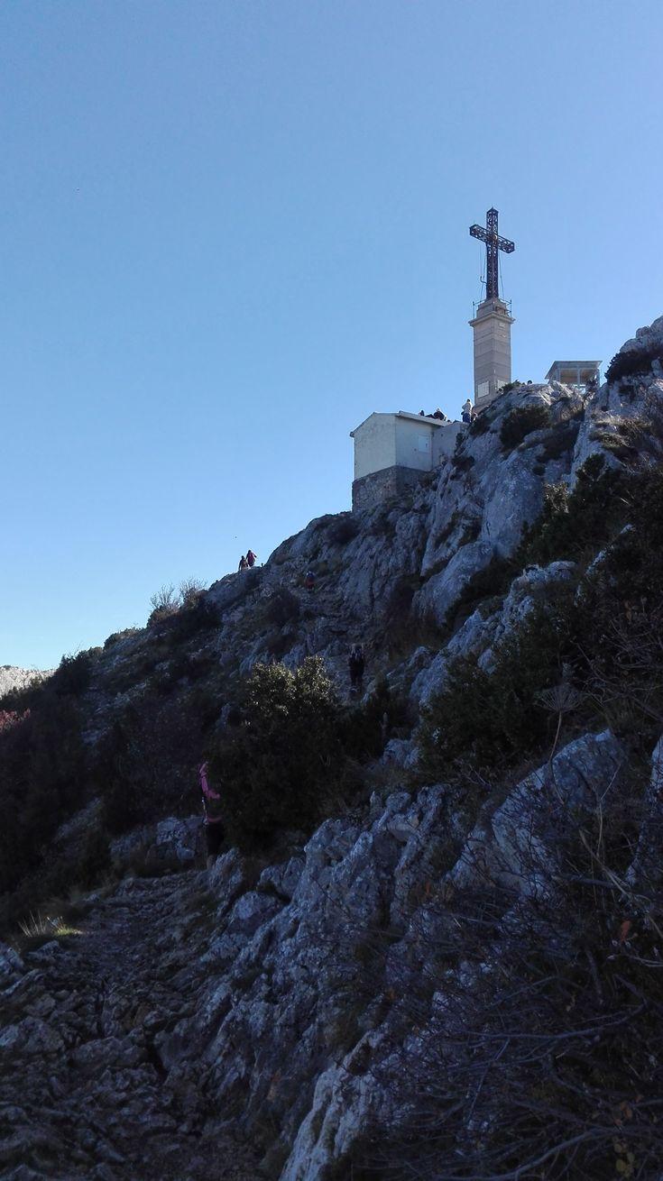 To słynny masyw, który góruje nad całym Aix en Provence. Widzę go codziennie, jadąc na studia. Był inspiracją dla Cezanne'a, który malował go…