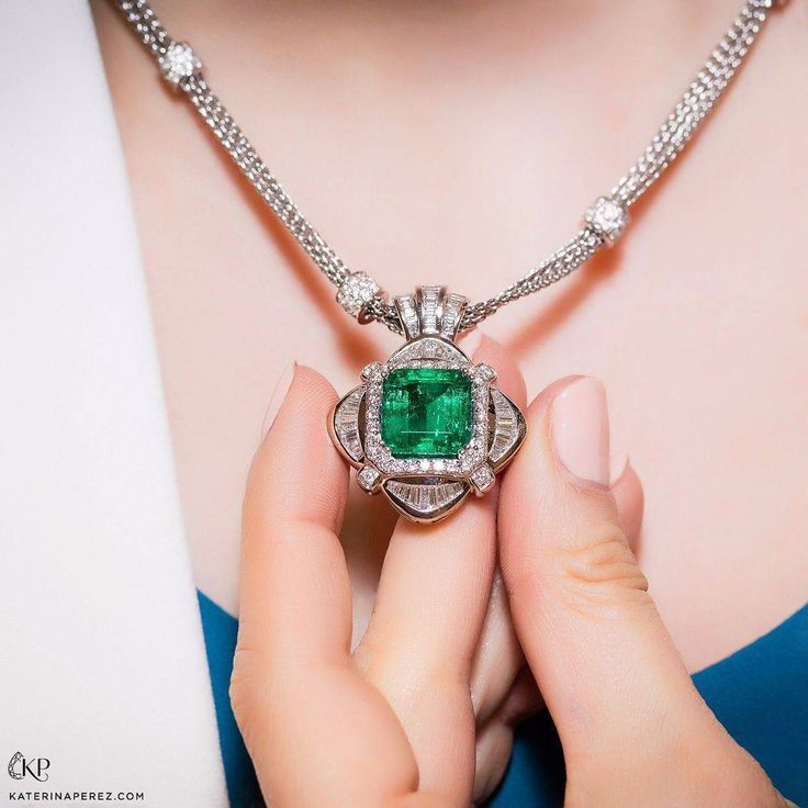 19cts Colombian emerald pendant by TAKAT New York (@katerina_perez)