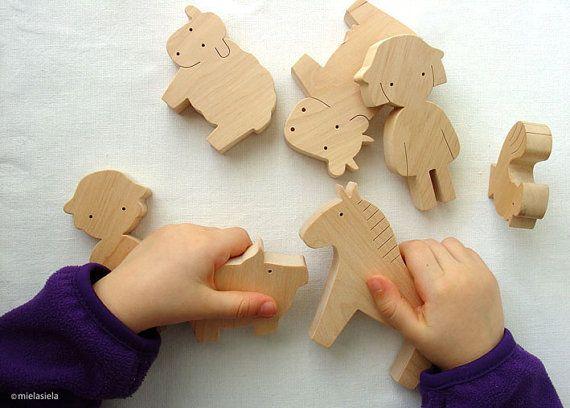 Jouet en bois faits à la main la valeur « Garçon et animaux de la ferme »  Nos jouets sont sans danger, écologique, naturel et de longue durée. Design simple, ludique et la petite taille chiffres sont parfaits pour les petites mains à tenir et à utiliser dans le jeu.  Nous voulons que nos jouets pour aider les enfants à se familiariser avec le monde qui les entoure et quand ils sont plus âgés - aider à développer leur univers émotionnel. Laissez votre enfant dutiliser leur imagination et…