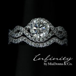Can someone tell Ryan I love this! Infinity wedding ring set